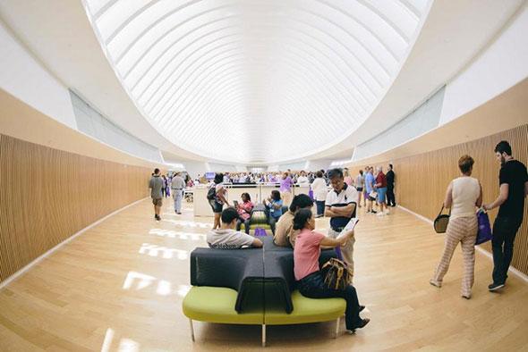 Biblioteca sin libros en el Instituto Politécnico de Tampa, Florida
