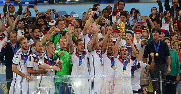 El fútbol, deporte más popular del mundo...