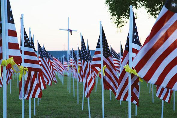 Banderas norteamericanas en homenaje a los caídos...