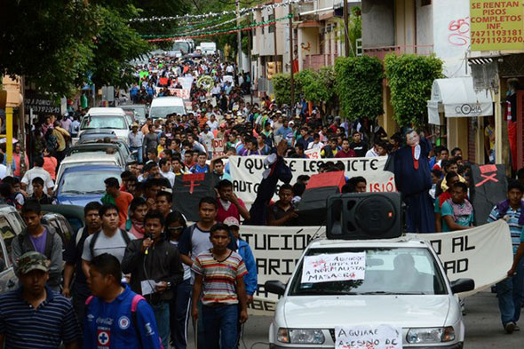 Protestas por la desaparición de los estudiantes de Ayotzinapa...