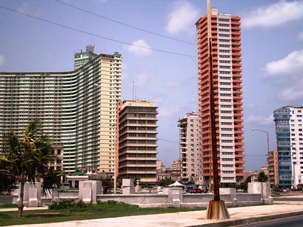 Rascacielos de El Vedado, Cuba, construido a finales de los 40 y durante los 50.