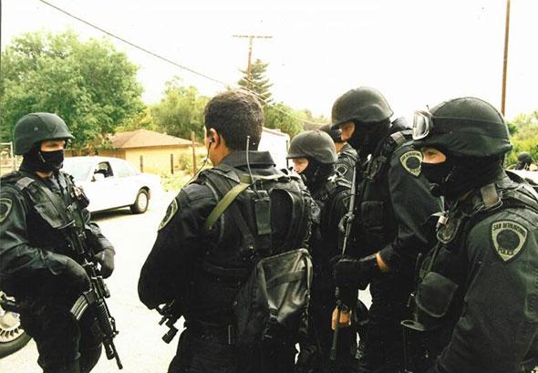 Equipo SWAT de San Bernardino...