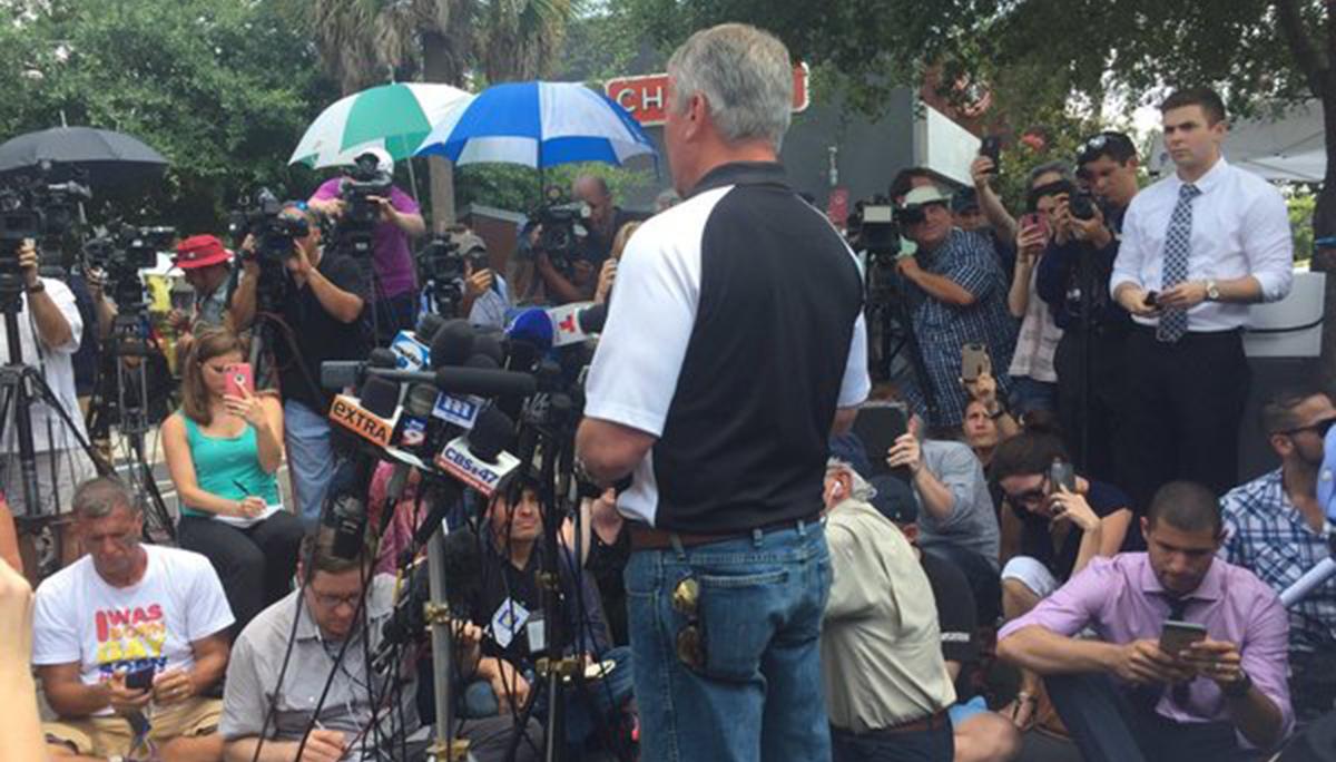 Alcalde de Orlando habla con los medios...