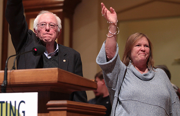Bernie Sanders y su esposa Jane...