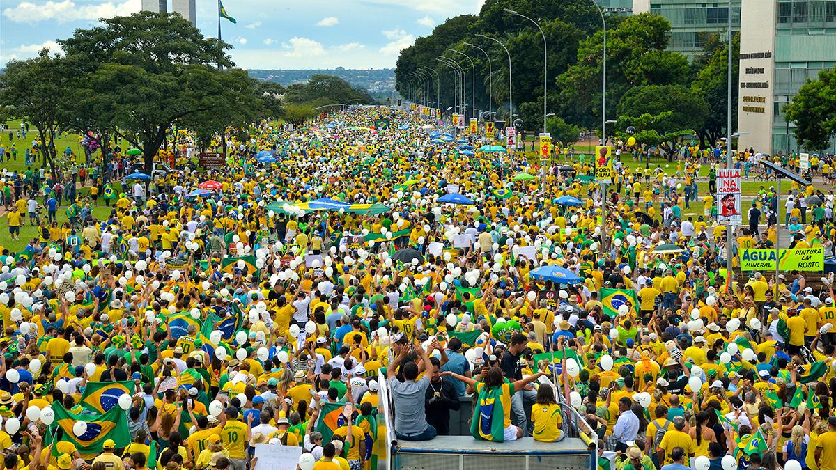 Protestas masivas en Brasil contra la corrupción y el gobierno de Dilma Rousseff.