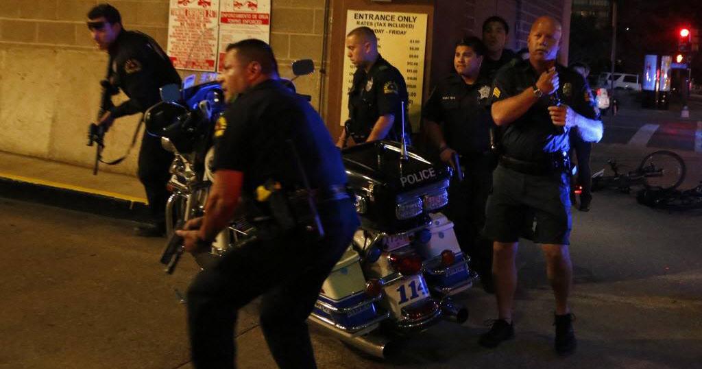 Policías de Dallas atacados por francotiradores...