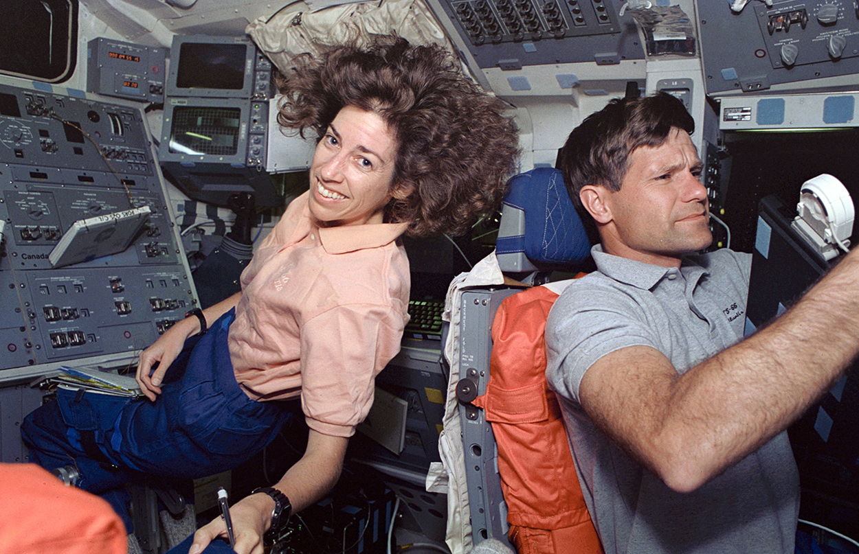 Ellen Ochoa, primera mujer latina en volar al espacio...