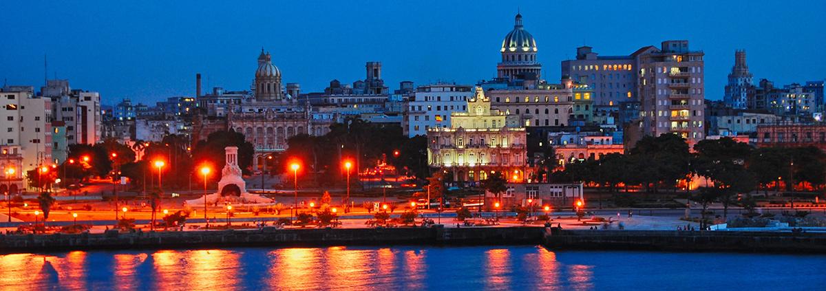 La Habana, capital de Cuba, de noche...