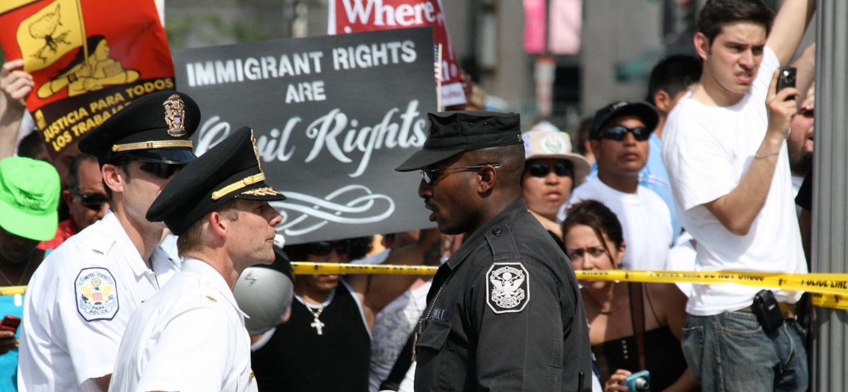 Protestas en favor de la legalización de inmigrantes...