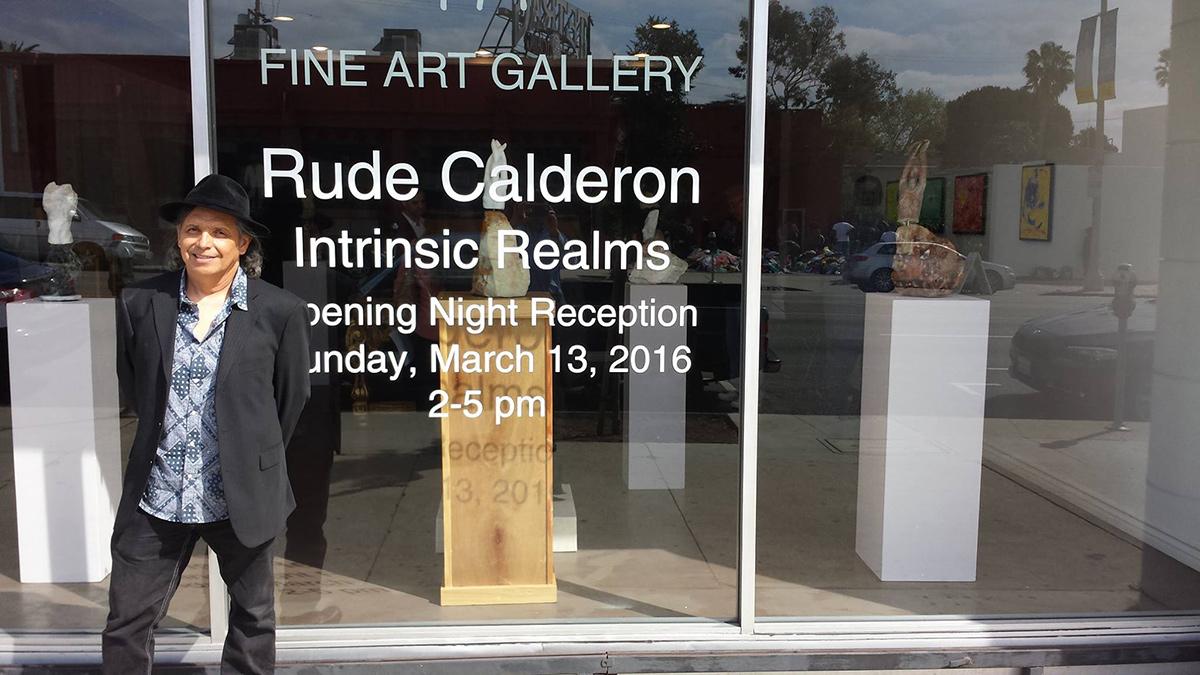 El escultor costarricense Rude Calderón en Los Angeles